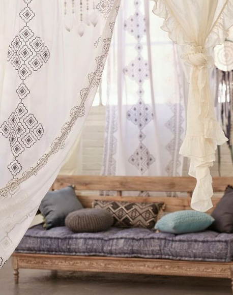 5 couch styles for your living room from boho to industrial for Bohemian style daybed