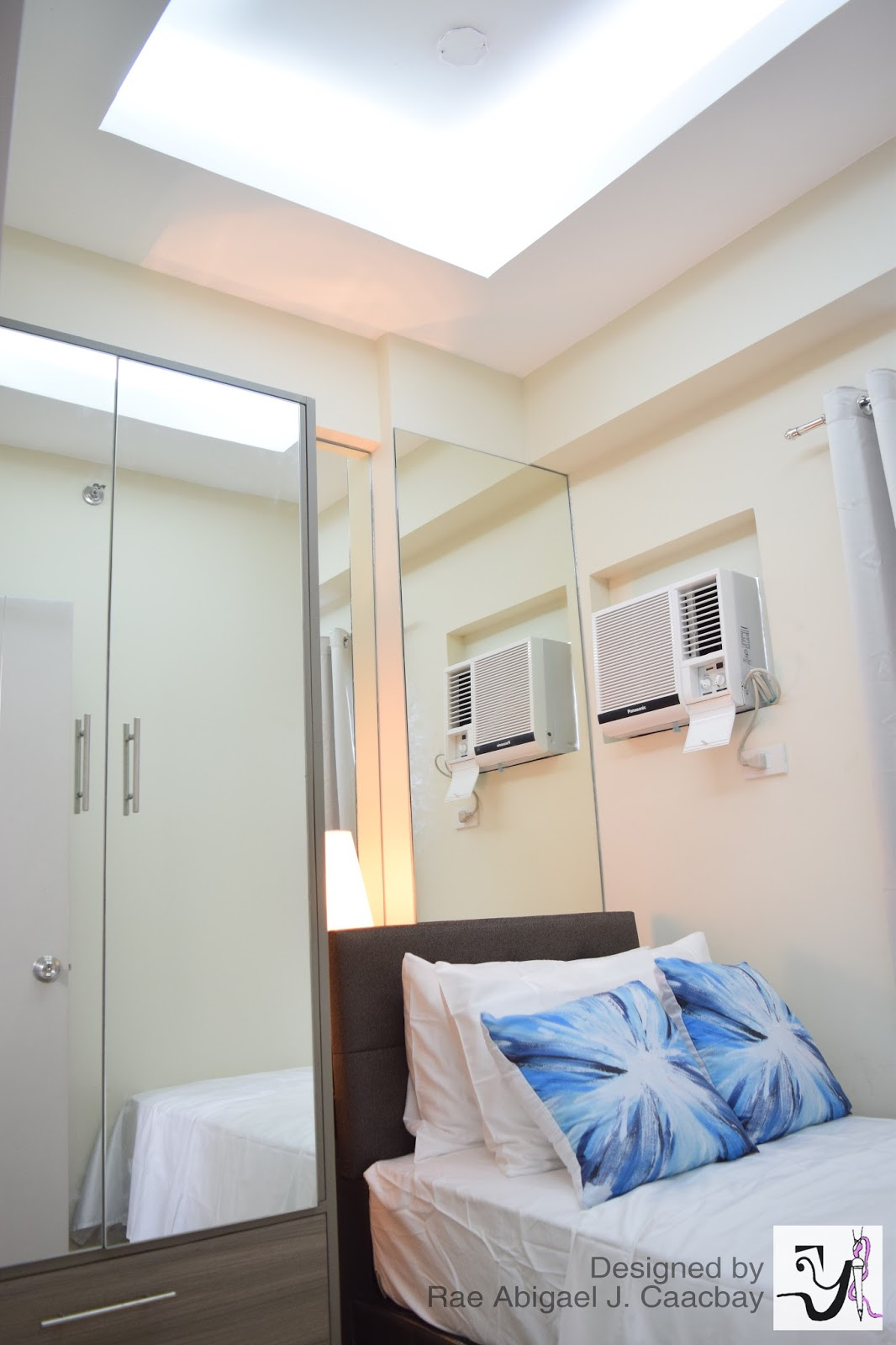 Bedroom design with wall mirror